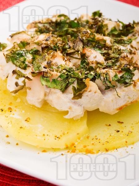 Лимонено пилешко филе с картофи, чесън и пресен зелен лук печено на фурна - снимка на рецептата